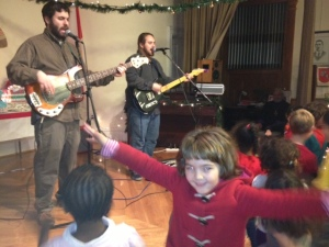 Children danced, jumped around and sang with the very popular Role Polie Guacamole band! So much fun!